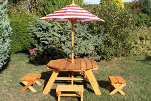 Wooden-Patio-Furniture-Design-For-Exterior-Decorations-Ideas-Dining-Table-Astounding-Picnic-Table-Decoration-With-Oak-Wood-Octagon-Outdoor-Along-With-Red-Stripe-Table-Umbrella